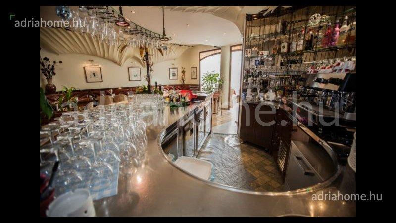 Crikvenicai Riviéra - Akció! Jól működő étterem a település legforgalmasabb utcájában
