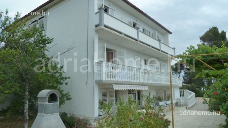 Rab – The bottom two floors of a panoramic apartment-house for sale