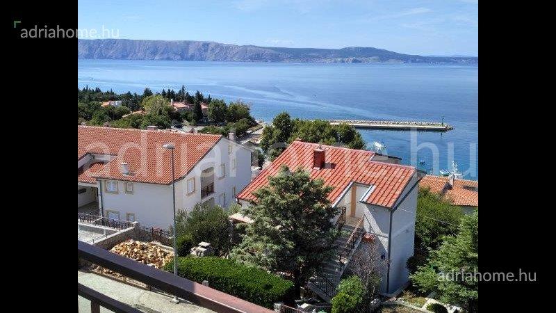 Klenovica –  Akció! Panorámás, galériázható apartman harmadik sorban a tengertől