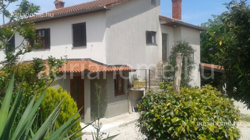Vižinada – Sale! Three-storey house close to Poreč