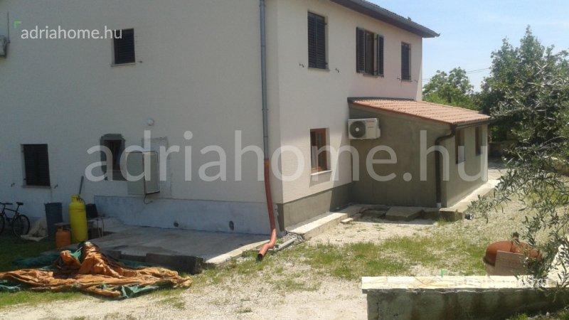 Poreč- Akció! Háromszintes családi ház Vižinada településen