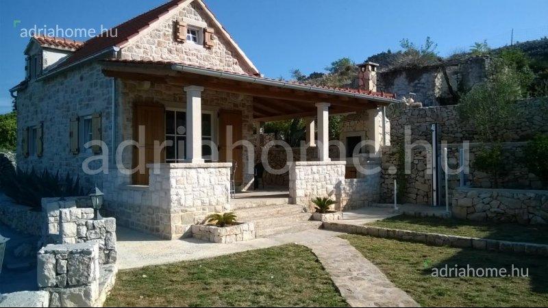 Brač – Autentična dalmatinska kamena kuća