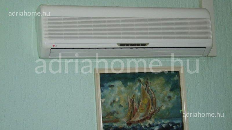 Senj – Háromszobás lakás első sorba a tengertől