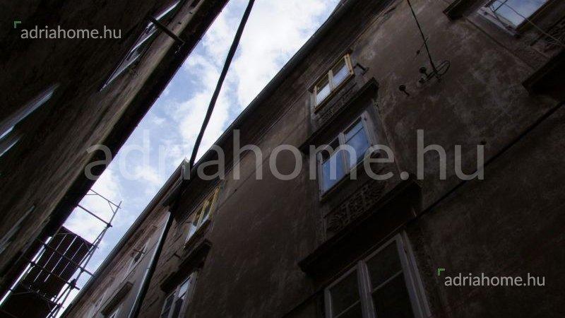 Senj – Háromszobás, kétszintes lakás az óvárosban