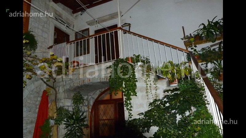 Trogir – Két kis lakás az óvárosban mindössze 30 méterre a tengertől