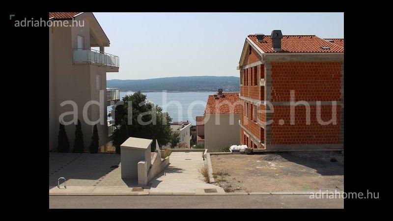 Crikvenica – Modern, háromszintes családi ház medencével
