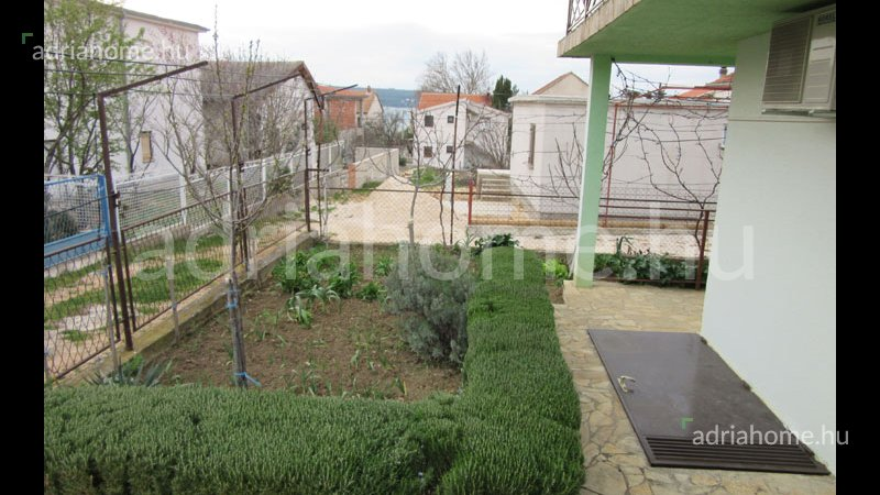 Karin – Akció! Kétszintes családi ház a Novigradi tengeren