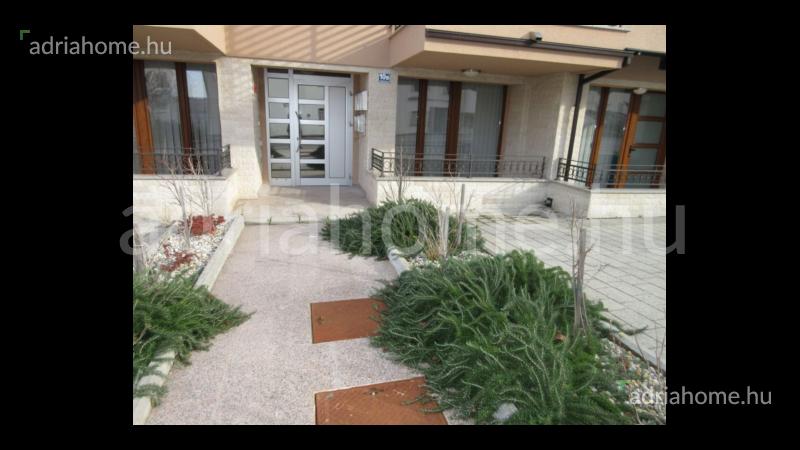 Crikvenica – Vadonatúj, bútorozott földszinti garzonlakás