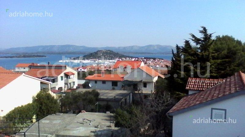 Murter – Kétszintes családi ház kilátással a tengerre