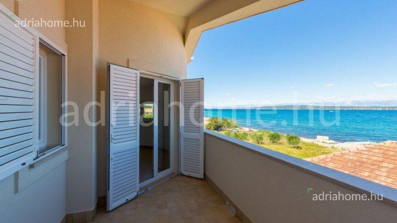 Pašman - Novi apartmani neposredno na obali