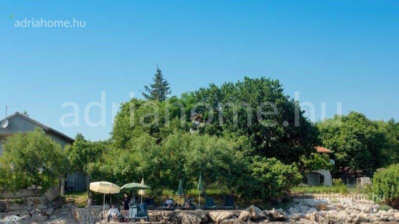 Posedarje – Apartmanház közel a tengerhez, saját stranddal