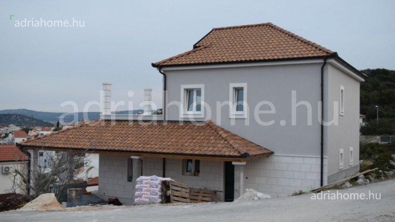 Rogoznica - Új építésű villa medencével és gyönyörű panorámával