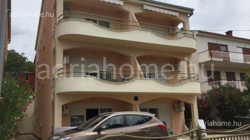 Dramalj - Három szintes apartmanház idegenforgalmi célokra