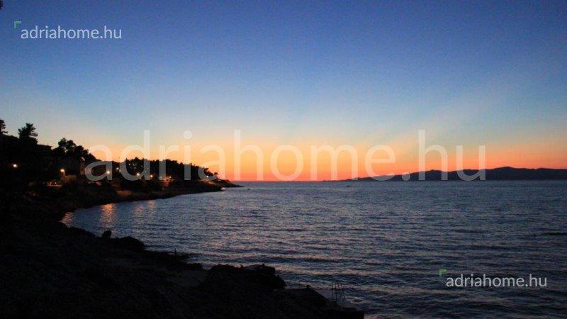 Korčula - Gyönyörű családi ház óriási telekkel közvetlen a tengerparton