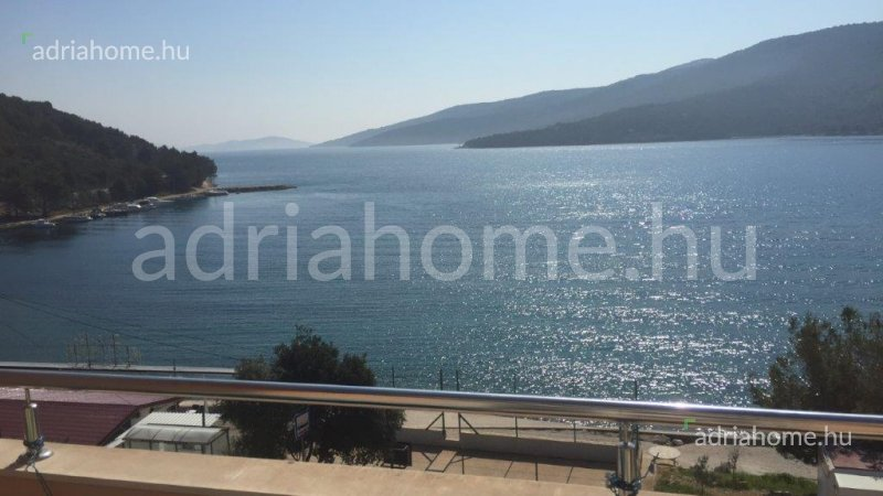Marina – Large, two-storey apartment with sea-view only 15 m from the sea
