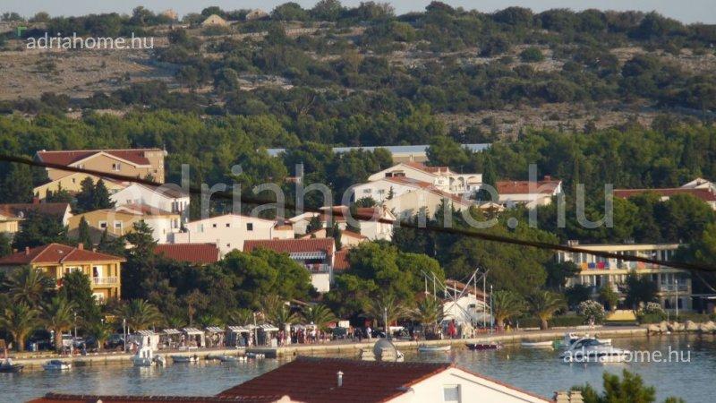 Novalja – Akció! Kiváló beosztású kétszobás apartman kilátással a tengerre