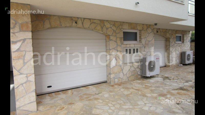 Čiovo – Kitűnő, háromszintes apartman garázzsal