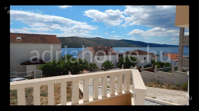 Trogir - Újonnan épült apartmanok 50 méterre a tengertől