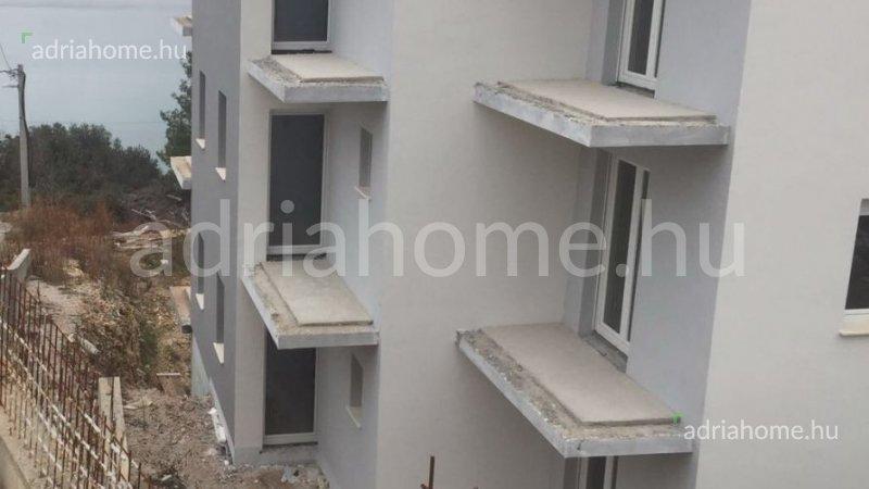 Čiovo – Újonnan épülő apartmanok harmadik sorban a tengertől