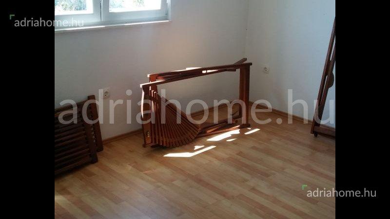 Čiovo – Akció! Kétszobás, kéterkélyes apartman borozópincével