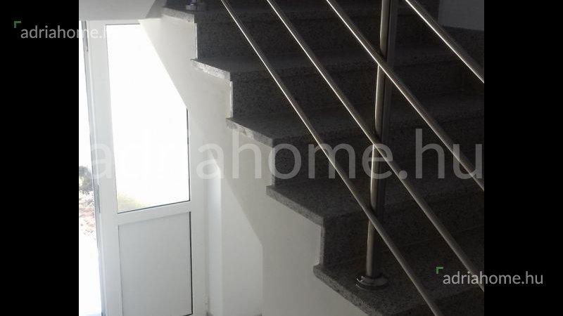 Rogoznica – Újépítésű, földszinti apartman Lozica településen