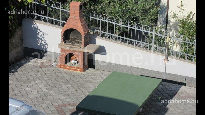 Čiovo – Panorámás, galériás penthouse garázzsal, 50 méterre a tengertől