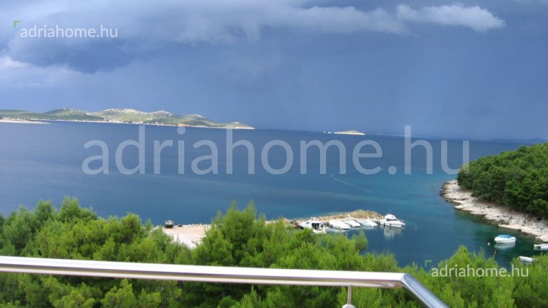 Biograd - Elegant 5-flat apartmenthouse with a small boat as gift!
