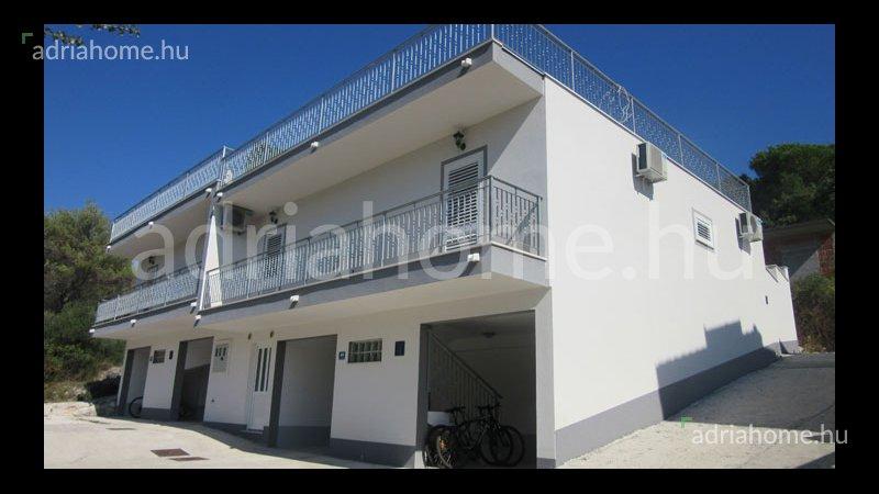 Čiovo - Két újépítésű villa sorházban, közel a strandhoz