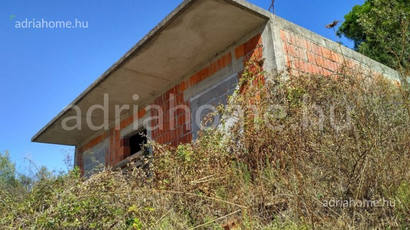 Čiovo – Half-finished house with building permit 100 metres to the beach