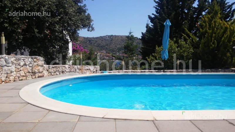 Rogoznica – Triple bedroom groundfloor apartment with pool