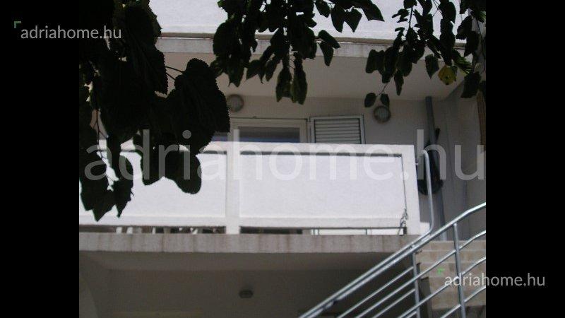 Rab – Háromszintes apartman kilátással a tengerre