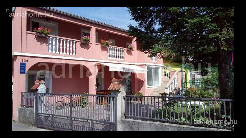 Grobnik, Podhum – Kétszintes családi ház 4 apartmannal