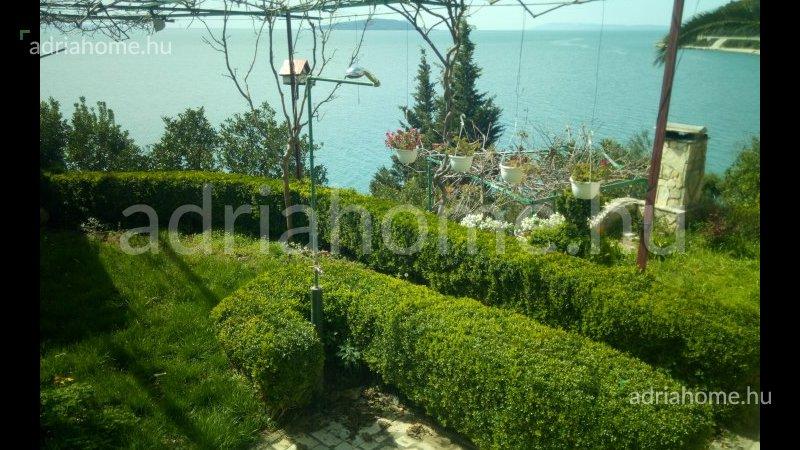 Makarska Riviéra – Többapartmanos villa gyönyörű helyen, saját stranddal
