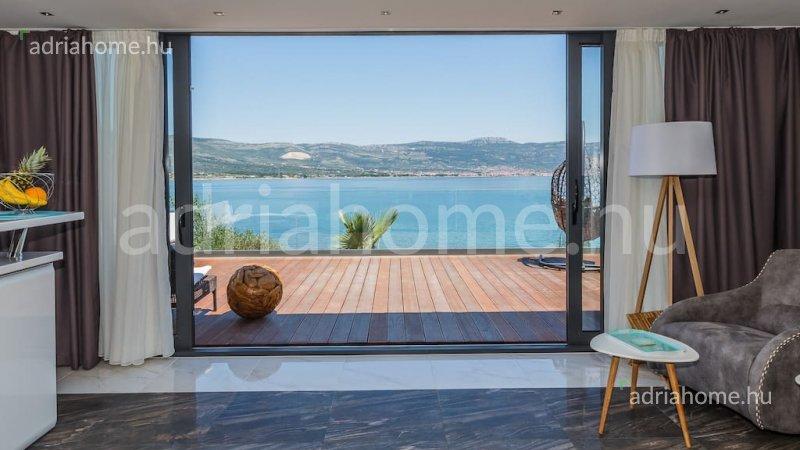 niovo – Excellent new villa in 1st row to the sea