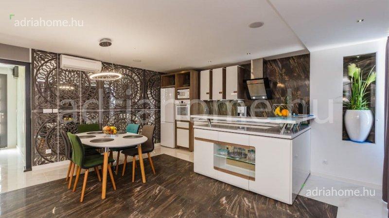 Čiovo – Gyönyörű, háromszintes villa első sorban az azúrkék tengertől