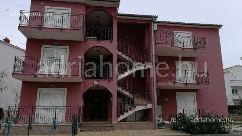 Palit – Három kétszobás lakás a 3. sorban