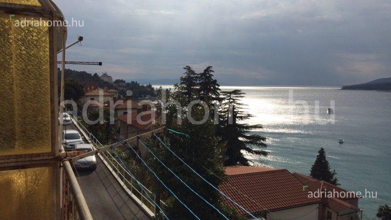 Rabac – Osunčani apartman sa garažom i pogledom na more
