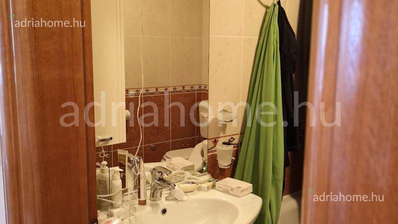 Dramalj – Igényesen berendezett apartman két fürdőszobával, kilátással a tengerre