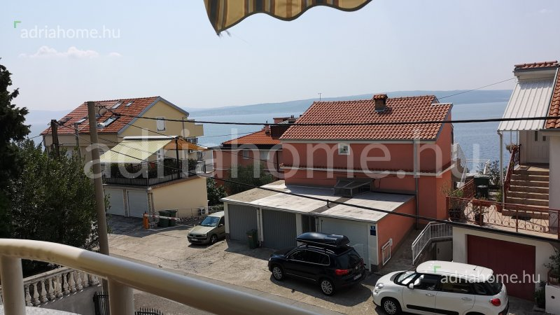 Dramalj – Fastidiously furnished apartment with two bathrooms and sea view