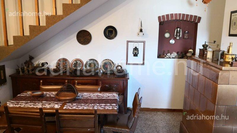 Čiovo – Gyönyörű, kertes családi kőház karnyújtásnyira a tengertől