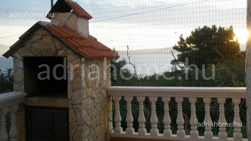 Šolta – Kétszintes ház 2. sorban a tengertől