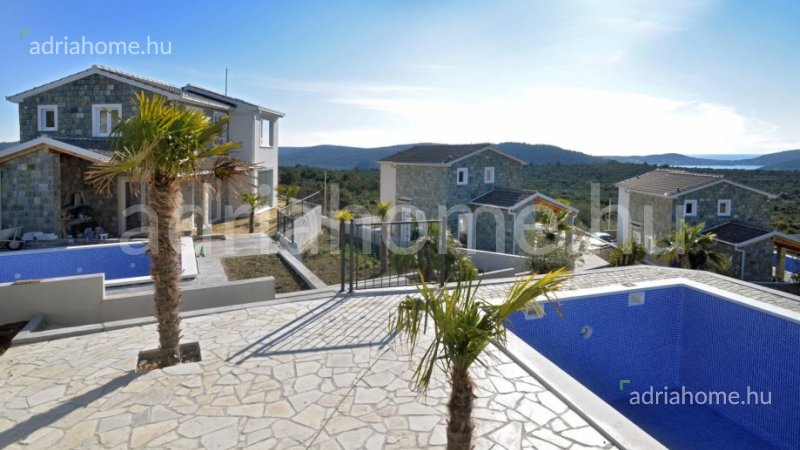 Rogoznica – New villas on an intimate location with swimming pool and beautiful sea view