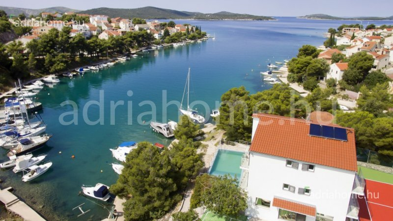 Sibenik area - Villa in 1st row with pool and tennis court