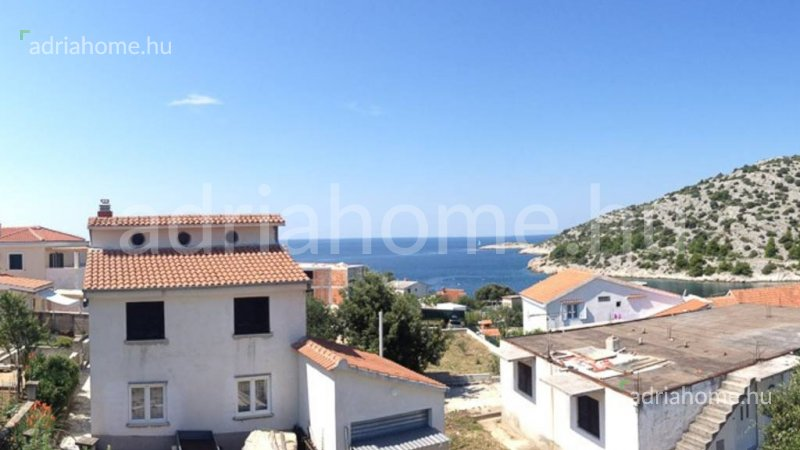 Rogoznica – House with seaview for renovating