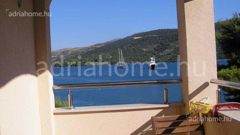 Marina – Kéthálószobás luxusapartman 10 méterre a strandtól