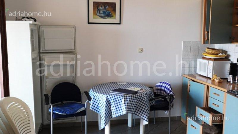 Njivice – Kéthálószobás apartman kilátással a kvarneri öbölre