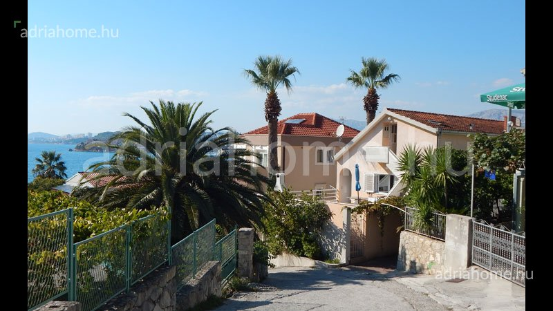 Split – Sale! House by the sea with 5 apartments and beautiful seaview