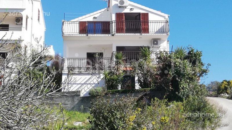 Stivašnica – Családi ház kilátással a tengerre Rogoznica közelében