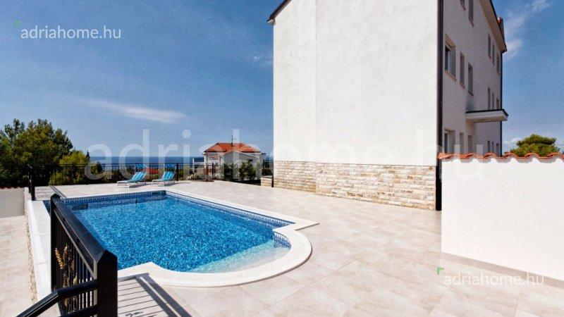 Primošten -  Újonnan épült 4 luxusapartman medencével