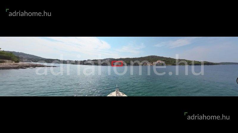 Rogoznica - Két villa az első és a második sorban a tengertől